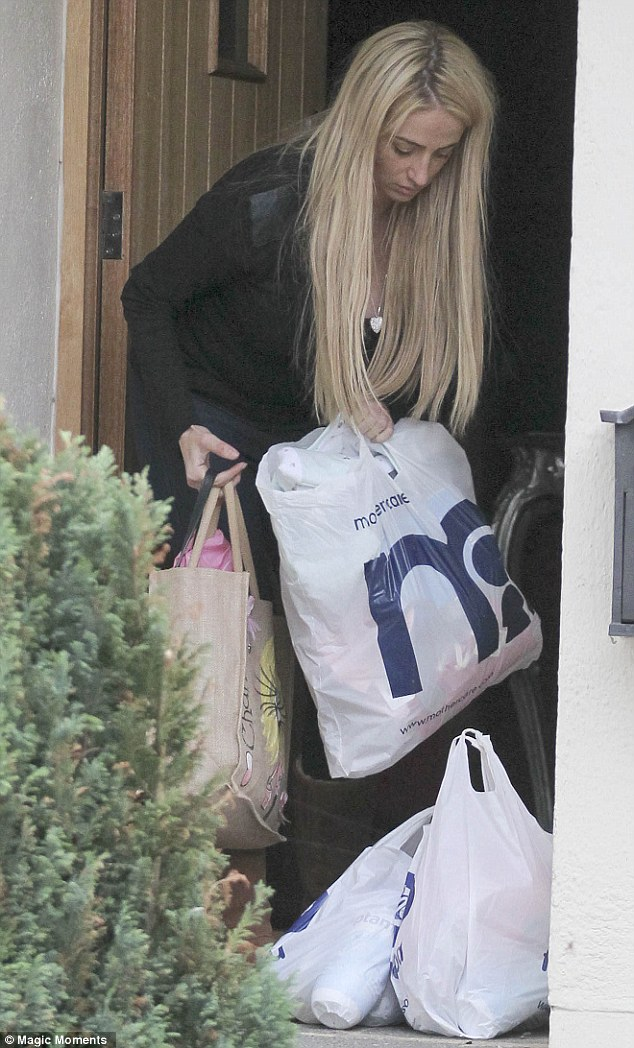 Day to day struggles: Chantelle appeared to be struggling to get all her shopping through her front door