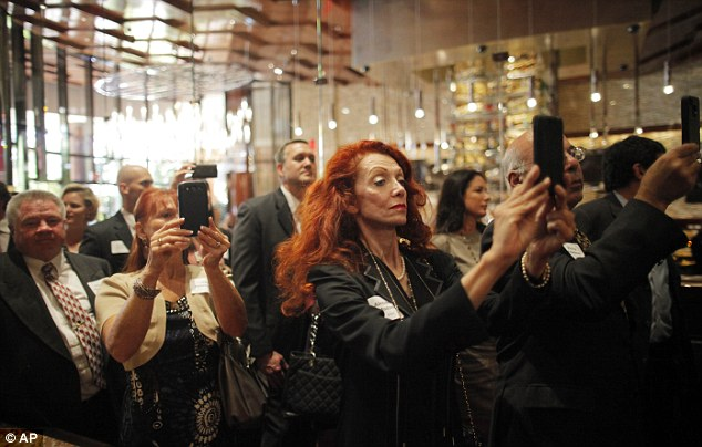 Donorarazzi: Donors take pictures of Romney using their smart phones at the event