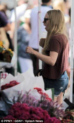 Blooming gorgeous! The 26-year-old picked up flowers in Union Square