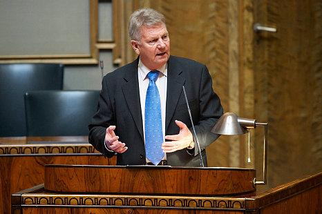 Kallis on toiminut kansanedustajana lähes 20 vuotta.