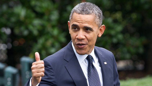 US President Barack Obama gives a thumbs up