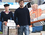 Joshua Jackson stops by Whole Foods with his girlfriend, actress Diane Kruger in West Hollywood