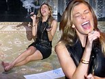 LeAnne Rimes gives bizarre barefoot performance at Christmas gig...'rambling' in between songs