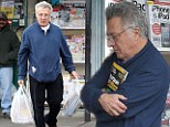 No TV for Dustin! Hoffman proves he's an avid reader as he stocks up on two bags worth of magazines
