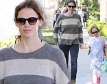 Jennifer Garner picked her daughter up from school the day after the SAGs