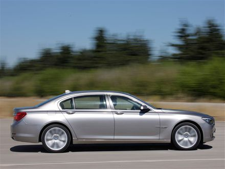 2009 BMW 750Li Side View
