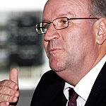Darrell Hair says he has been treated unfairly since his ball-tampering accusation. (File photo)