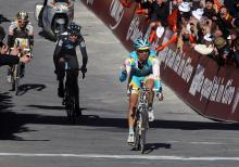 Maxim Iglinskiy (Astana) outsprints Thomas Löfkvist (Sky) and Michael Rogers (HTC - Columbia) to win the Montepaschi Strade Bianche.