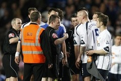 Bolton Wanderers' players including Gretar Rafn Steinsson, second right talk to the referee's assistant after the end of their match against Chelsea in their English Premiership soccer match at Chelsea's Stamford Bridge stadium in London, Tuesday, April, 13,  2010. 20 7864 9121 or EMAIL info@football-dataco.com  FOR DETAILS.
