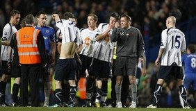 Bolton Wanderers' players  and manager Owen Coyle,  talk to the referee's assistant after the end of their match against Chelsea in their English Premiership soccer match at Chelsea's Stamford Bridge stadium in London, Tuesday, April, 13,  2010. 20 7864 9121 or EMAIL info@football-dataco.com  FOR DETAILS.