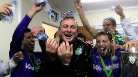 RTÉ.ie Sport: Shamrock Rovers manager Michael O'Neill celebrates with his players
