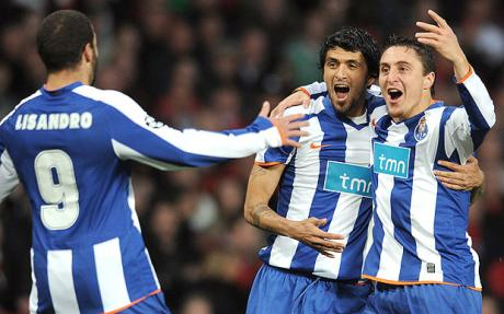 Lisandro, Lucho Gonzalez and Cristian Rodr�guez - Porto snatch draw at Manchester United