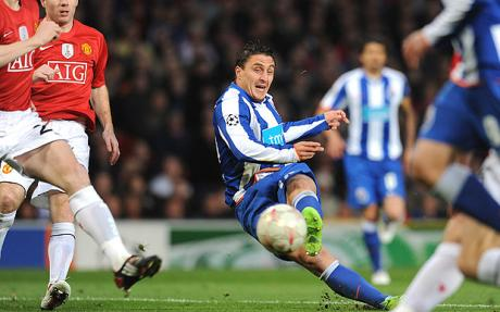 Cristian Rodr�guez - Porto snatch draw at Manchester United