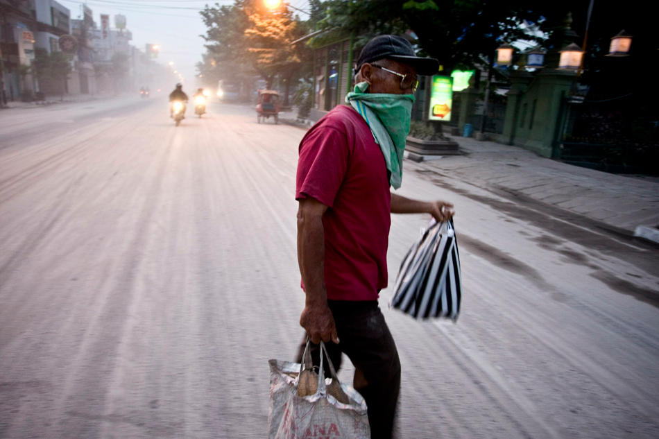 Captured: Mount Merapi Still Erupting