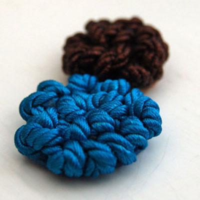 Цветок из ниток (тонкого шнура)