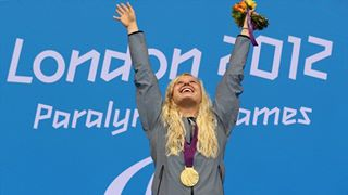 Photo: Gold medallist Jessica Long of the United States celebrates gold on the podium during the medal ceremony for the Women's 100m Butterfly - S8 (Getty Images)