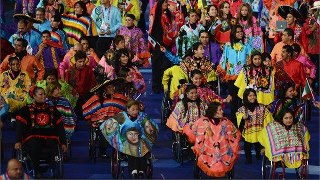 Photo: Wearing brightly-coloured ponchos, athletes from Mexico arrive in the Olympic Stadium (Getty Images)