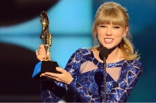 Taylor Swift, Gotye and Rihanna Win Big at Billboard Music Awards