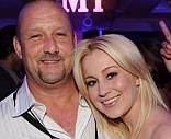 Police label country singer Kellie Pickler's troubled father a fugitive after he violates parole