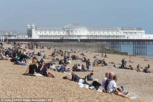 Heathaze: Although it is a weekday, the beach at Brighton was busy today. However, the weather will take a turn for the worse by the weekend
