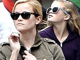 Reese Witherspoon is in Paris with her daughter, Ava