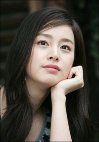 Kim Tae Hee is so pretty gorgeous. I was captivated by her simplicity!!! =)