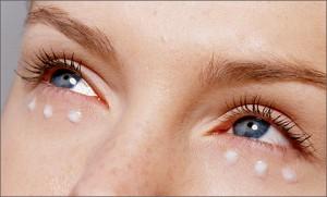 uh 300x181 - Уход за кожей вокруг глаз