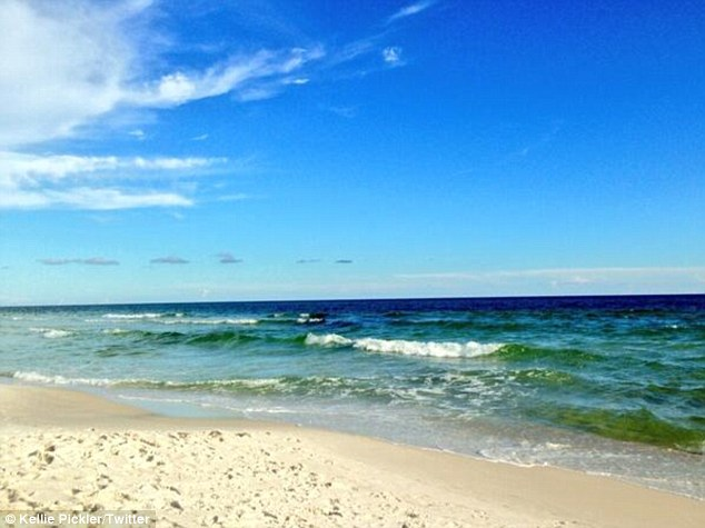 'Little piece of Heaven!' The 27-year-old thanked musician pal Joe Leathers for letting her vacation at his home on the Florida coast