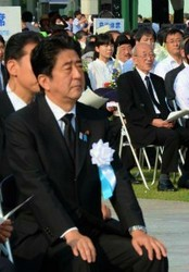 Prime Minister Shinzo Abe, foreground, and Namie Mayor Tamotsu Baba, rear in black suit with glasses, are pictured during the peace memorial ceremony in Hiroshima's Naka Ward on Aug. 6. (Mainichi)