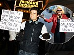 They're already good neighbours! Orlando Bloom thanks Joan Rivers for the cake and 'warm welcome' with a cute sign of his own