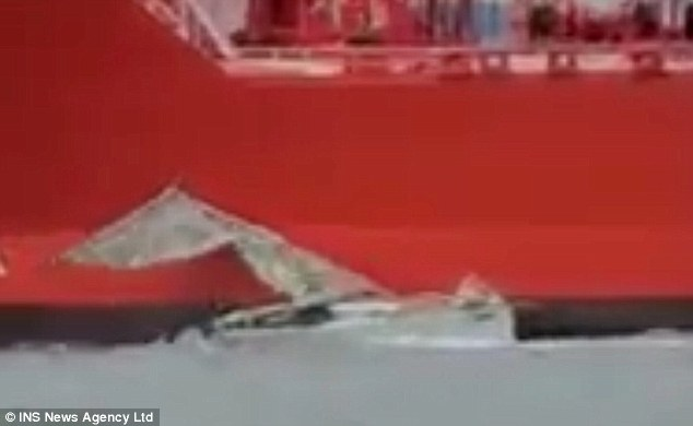 Spectators can be heard screaming in video of the collision as the mast of the yacht snapped