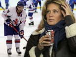 Rachel Hunter cheers con son Liam Stewart