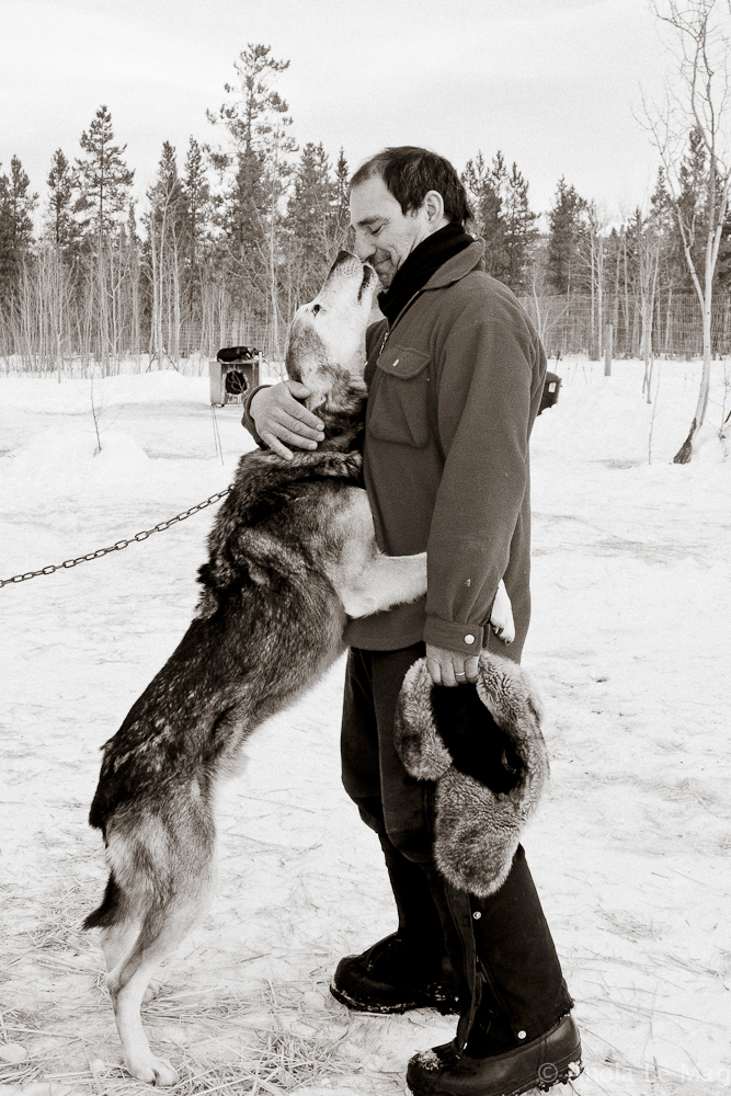 bed-and-breakfast-canada-takhini_river_lodge_dog_joseph_hug_jean_marc