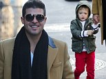 I need a Thicke-r coat daddy! Robin¿s son Julian feels the chill as they go walkabout in New York