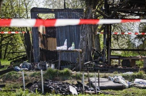 Spuren des rechten Mobs: die in Brand gesetzte Gartenhütte in Winterbach Foto: Stoppel