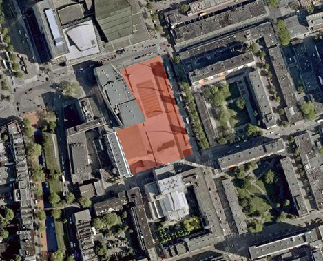 Schouwburgplein (red) and vicinity seen on an aerial image. Source: Google Maps (image enhanced by author)
