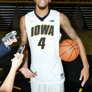 Iowa Basketball: Hawkeyes unravel late in loss to Wisconsin