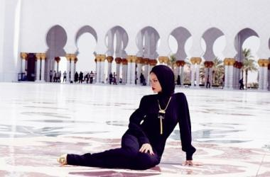 Controversial Pictures Of Rihanna At Islamic Mosque [PHOTOS]