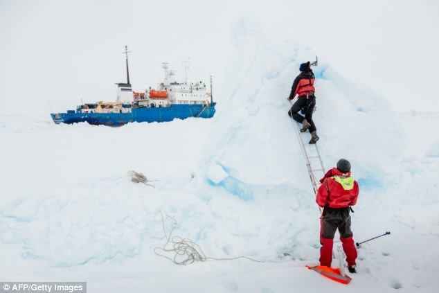 A helicopter on board a Chinese icebreaker, the Snow Dragon, aims to collect the 52 passengers. The 22 members of crew will remain on the stricken vessel