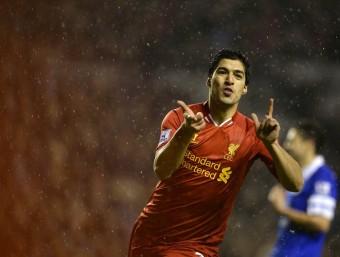 Luis Suárez celebra un dels 23 gols que ha marcat en la Premier aquesta temporada Foto:REUTERS