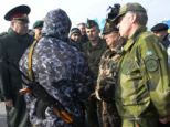 OSCE military observers negotiate with a pro-Russian soldier (centre) at the Chong check point blocking the entrance to Crimea