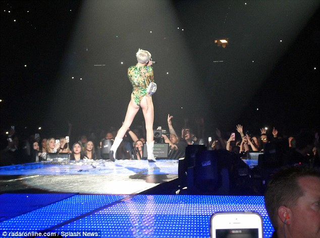Forgetting your lines? Miley Cyrus had teleprompters in position at her Las Vegas concert over the weekend, which displayed the words to her various songs throughout the show