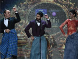 kevin spacey s i lungi dance i with deepika padukone steals the show at iifa 2014