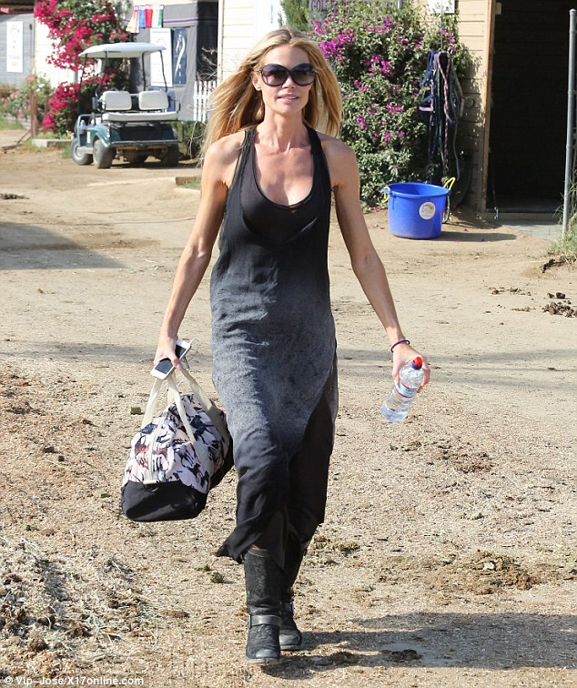 Keeping comfortable: Richards wore her blonde hair in loose waves and wore a faded grey maxi dress