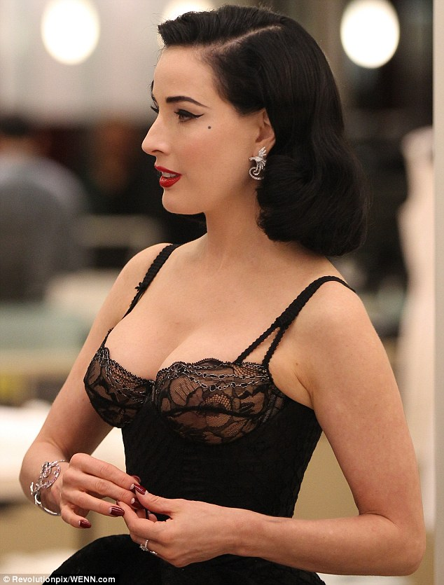 Voluptuous: Dita accentuated her curves with her torso hugging ensemble