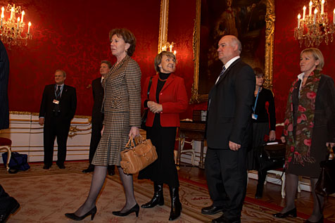 Members of the European Commission lining up before they are welcomed by Austrian Federal President Heinz Fischer in his office premises. In the picture from left to right: Neelie Kroes, Danuta Hübner, Joe Borg, Margot Wallström