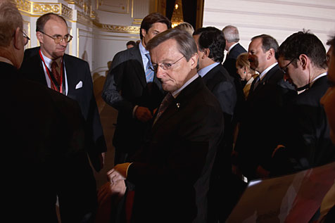 Austrian Federal Chancellor Wolfgang Schüssel and other members of the European Commission and the Austrian Federal Government meet in Viennas Hofburg. A working meeting between the European Commission and the Austrian Federal Government took place in Vienna on 9 January 2006.