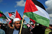 Hamas demanded Thursday that the Palestinian Authority take employees of the disbanded Gaza government onto its payroll, after scuffles broke out at banks in the Palestinian territory.