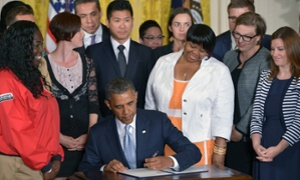 Obama woos student borrowers with executive order on loan repayments