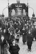A History of the First World War in 100 Moments: Blood and gutsy fortitude on the factory floor